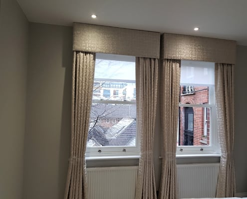 Curtain pelmet with sheer blind for privacy